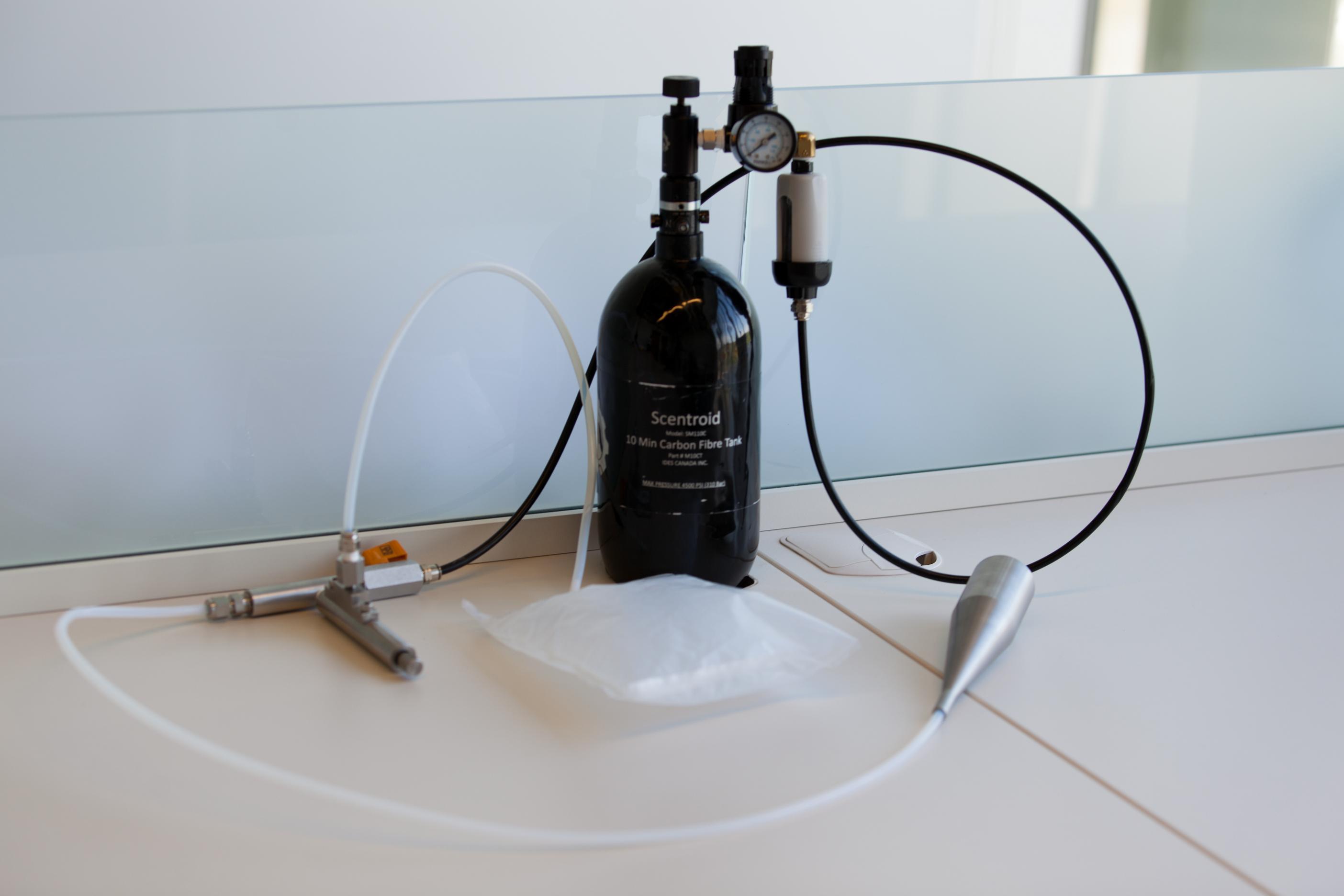 Quantitative measurement of odor detection thresholds using an air ...