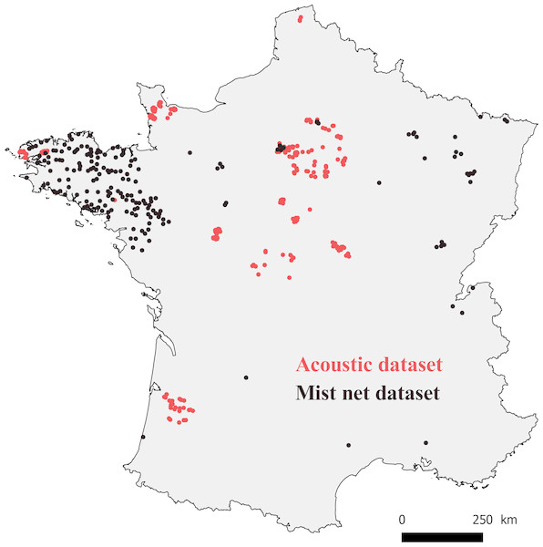Map of France with locations where bats were captured (mist net dataset, black points), and recorded (acoustic dataset, red points).
