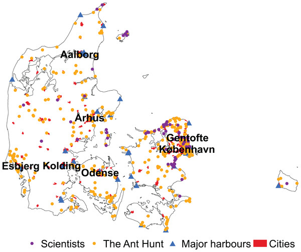 Distribution of observations by scientists and citizen scientists in Denmark.