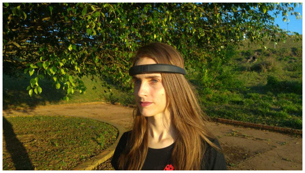 Example of an EEG headband with few electrodes and no need for conductor gel.
